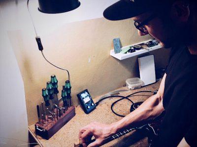 JTAR Guitar Tech bei der Arbeit